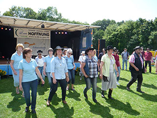 Line Dance Show nach Country Musik